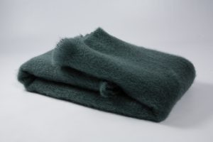 22. Collection Ezcaray Mohair Liso. Mantas Ezcaray